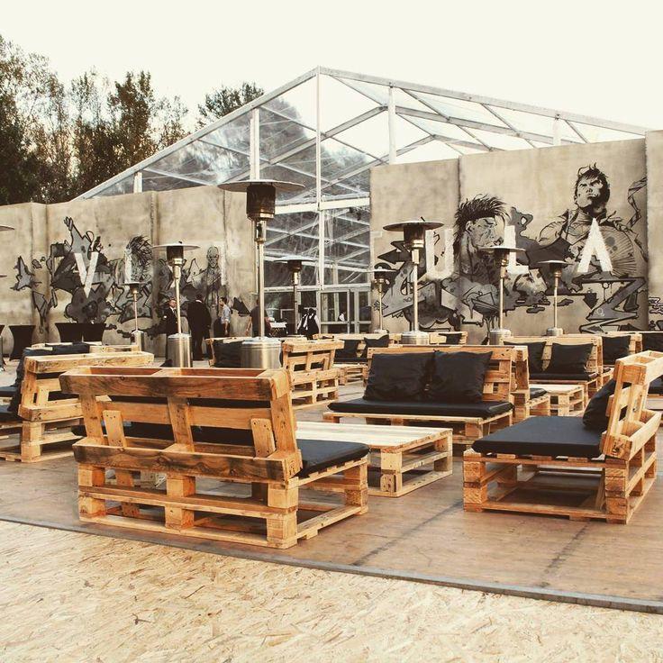 Modne na pokazie mody! #furniture #vistula #warsaw #visla #river #vistulariver #mode #show #event #pinesquaredesign #street #graffiti #palets #design #designfurniture #hiphop #mix #culture #instagood #poland #usa #creative #creation #beach #gangsta