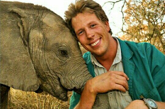 Freek Vonk bij de olifanten