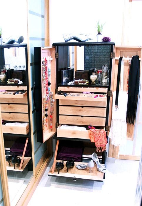 | armario-joyero-luxory---blanco-textura-plata en roomy showroom