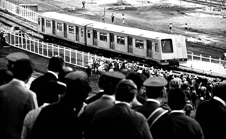 Primeira viagem-teste do Metrô, realizada em 1972 no pátio da estação Jabaquara
