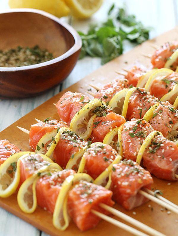 cz-decoracao-casa-receita-inspiracao-espetinhos- salmão em cubos com limão siciliano e condimentos