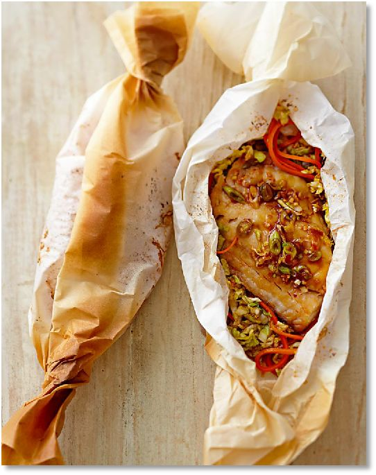 Low FODMAP Red snapper en papillote with lemongrass & coriander - gluten free http://www.ibssano.com/low_fodmap_recipe_red_snapper_en_papiotte.html