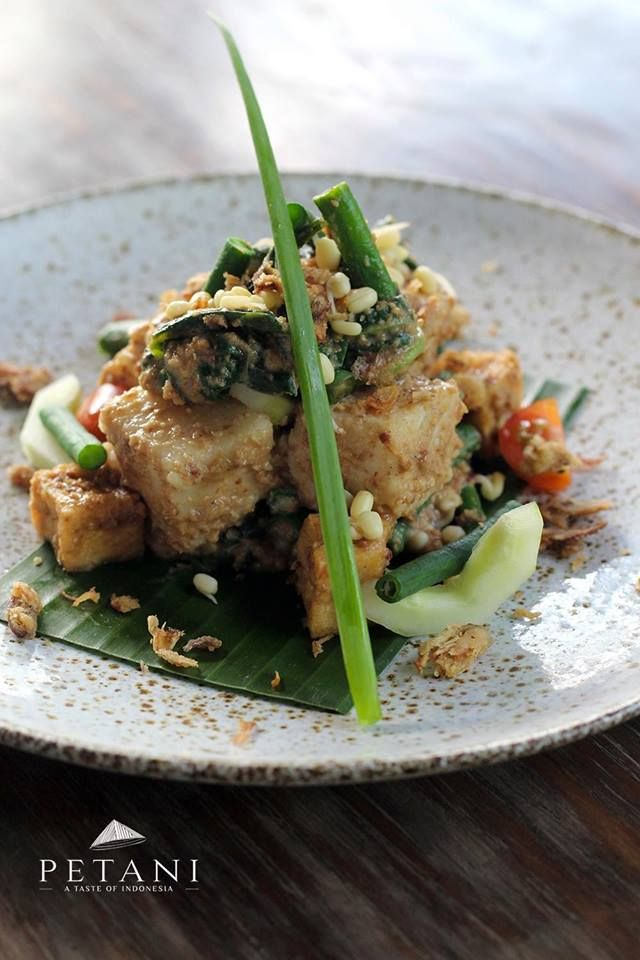 Looking for a good mix of Local Heritage comfort dishes for lunch, try Balinese steam pressed rice cake mixed wilted salad - Tipat Cantok! Feast on a sumptuous selection of traditional lunch delights now.