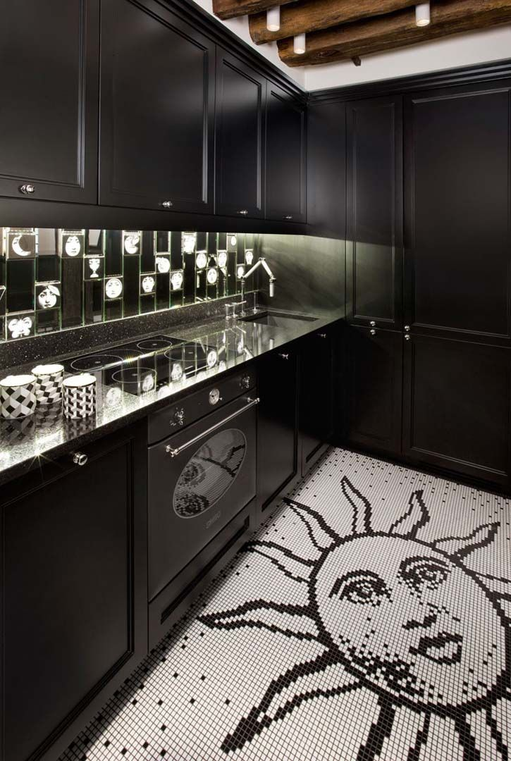 small kitchen, petite cuisine, black kitchen, floor, cuisine noir, czarna kuchnia, Fornasetti we do design.pl - Lifestyle Interior Design : Paris St Honore