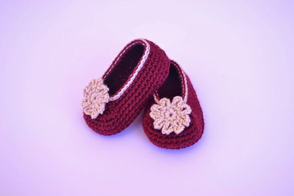 Manoletinas de bebé hechas de crochet  www.babybootsboutique.blogspot.com https://www.facebook.com/babybootsboutique Tienda en etsy: https://www.etsy.com/es/shop/BabyBootsBoutique