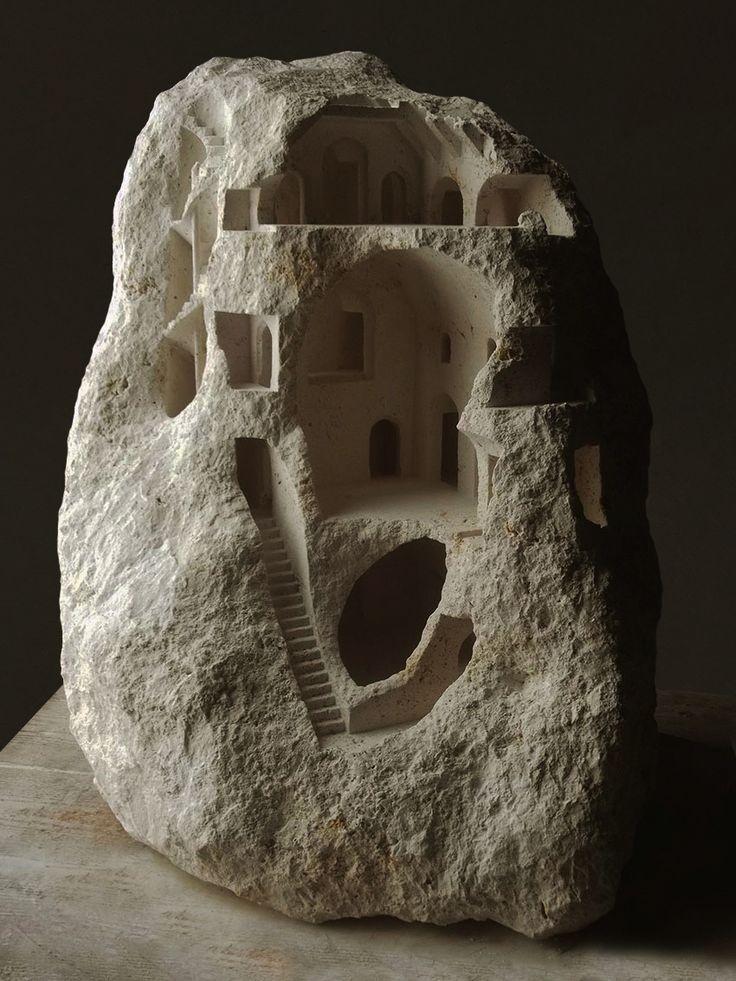 Structures architecturales miniatures sculptées dans des Pierres brutes par Matthew Simmonds (8)