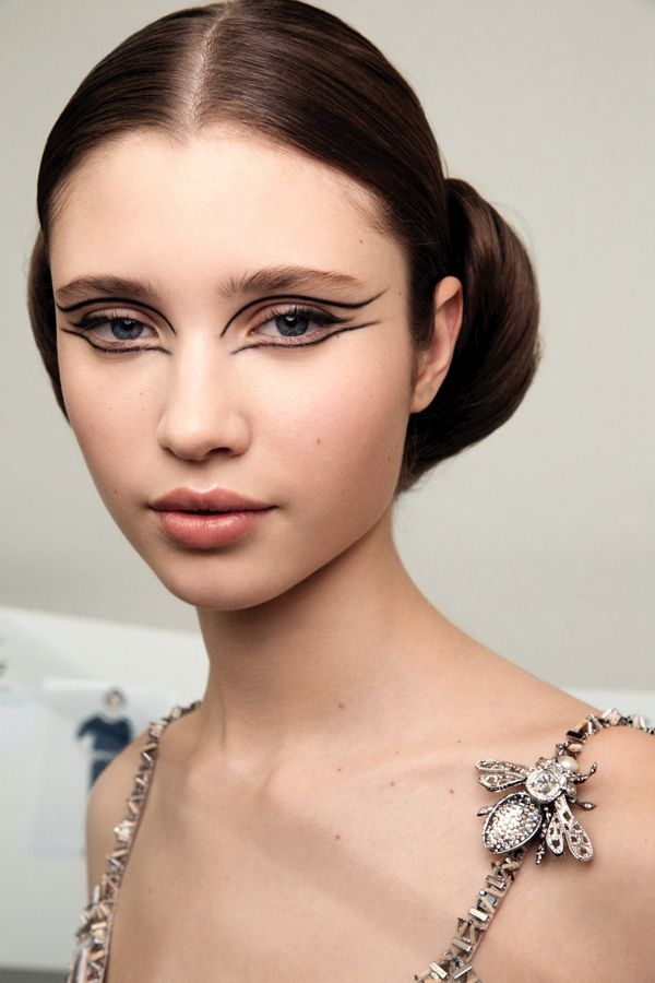 CHANEL 2016 Spring-Summer Haute Couture Show Backstage Makeup