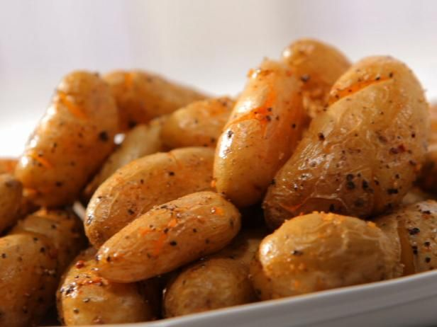 Get Sandra Lee's Crispy Fingerling Potatoes Recipe from Food Network