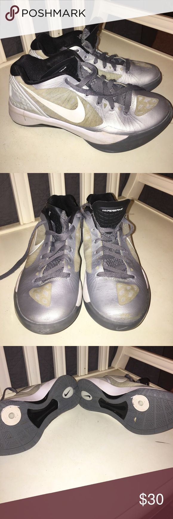Women's Nike volleyball shoes Women's Nike gray and white volleyball shoes. Hyper spike 8 1/2 size. Only wore on court for one season. Great condition Nike Shoes Athletic Shoes