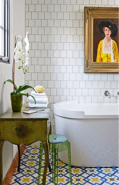 Ooh Moroccan tiles and a painting in the bathroom.....lush!