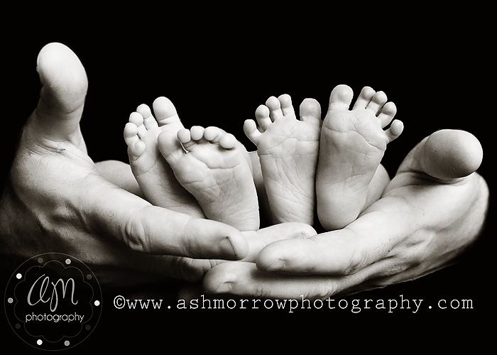 newborn twins photography - Google Search-  if that were my twin & I, it would be me with the spread out toes....