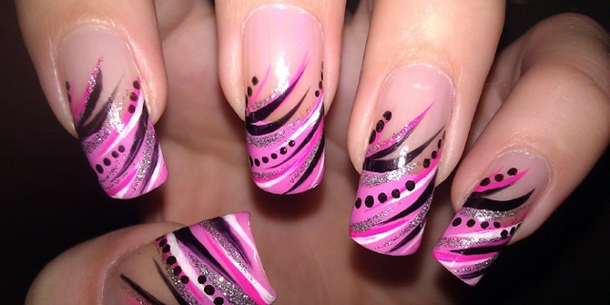 Diva TipsPink french tips with a bold and sassy twist