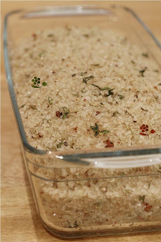 Je cache mon foie gras cru dans un bain de gros sel parfumé aux herbes
