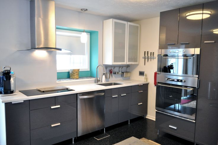 Nutid Built In Oven And Microwave Induction Cooktop The Cabinets Are High Gloss Gray Abstrakt From Ikea Sitting On Stainless Steel Legs