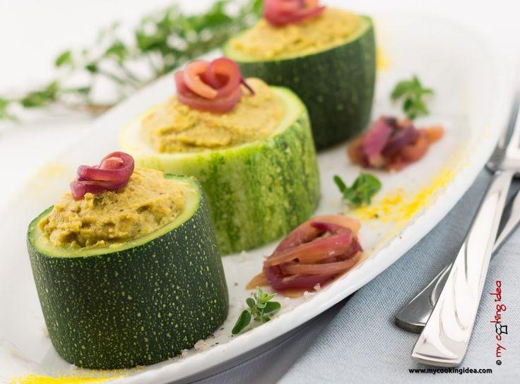 Zucchine ripiene di soia e cipolle caramellate. Ricetta vegana