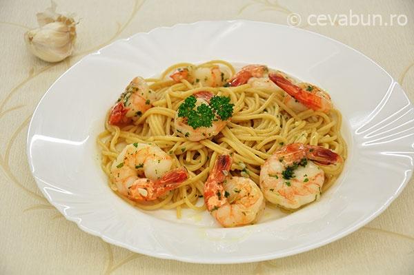 Spaghetti cu creveti, coriandru si limeta - reteta
