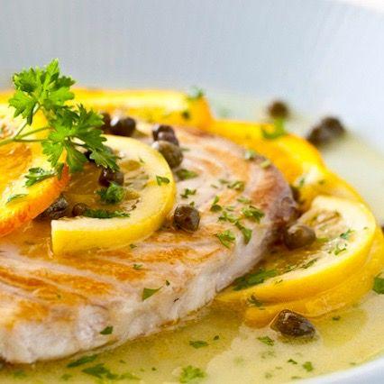Deliciosa receta de huachinango con fresca salsa de limón y perejil. Además de proteína, el pescado es una excelente fuente de ácidos grasos omega 3...