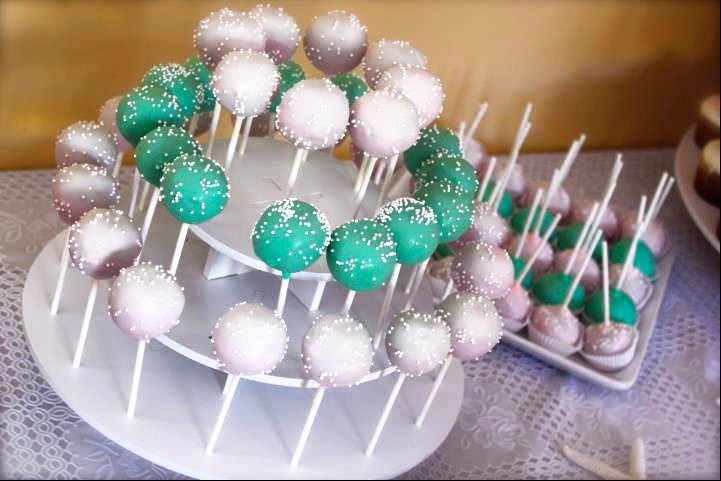 Round Wedding Cake Pop Stand Display: http://www.thesmartbaker.com/products/3-Tier-Round-Cake-Pop-Stand.html