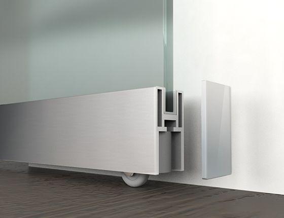 detalle inferior corredera vidrio la elegante base de aluminio sirve de apoyo para el peso