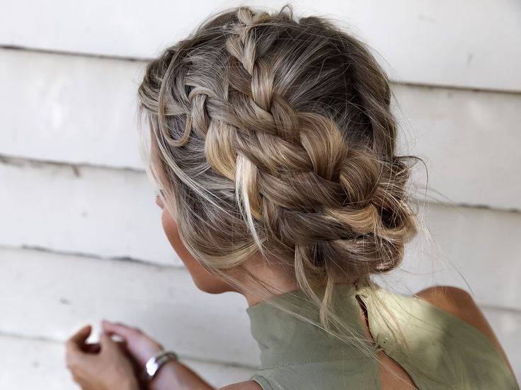 This Melbourne heat wave thats going on right now requires good up do's! Try this if you are bored with ponytails and got mid length to long hair1. Middle part