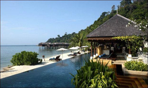 Cele mai frumoase 10 priveliști de care te poți bucura dintr-o… piscină! | Blog viaRomania