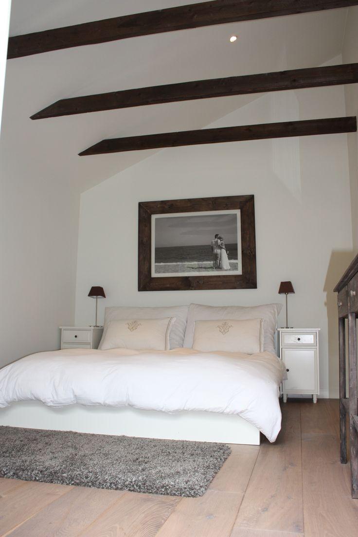 Bedroom. Exposed wooden beams. Soverom.