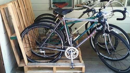 Support vélos en palettes de bois