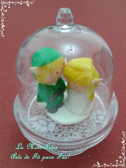 Uma Exclusividade Lu Mini Artes!    Linda Miniatura The Legend Of Zelda!    O Herói Link e a Princesa Zelda feitos a mão com todo carinho, são cheios de detalhes! Seguem juntinhos dentro de uma cúpula de acrílico.  Essa linda miniatura não pode faltar em sua coleção!    Arte de Fã para Fãs!    obrigada por sua visita  mini beijos  Lu Mini Artes R$ 36,00