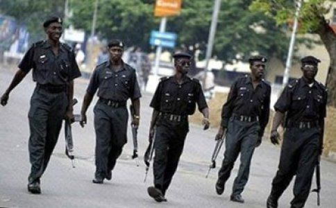 A man parading himself as a police officer has been nabbed by the Lagos state police command, the man whose name is Olayiwola Animashaun wa...