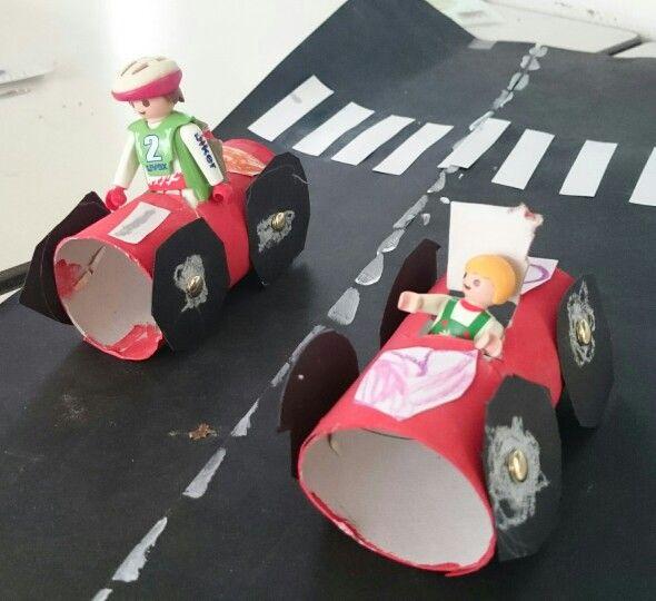 Begeleide of zelfstandige activiteit - Race auto's gemaakt met onze kleuters tijdens het verkeersproject 2015