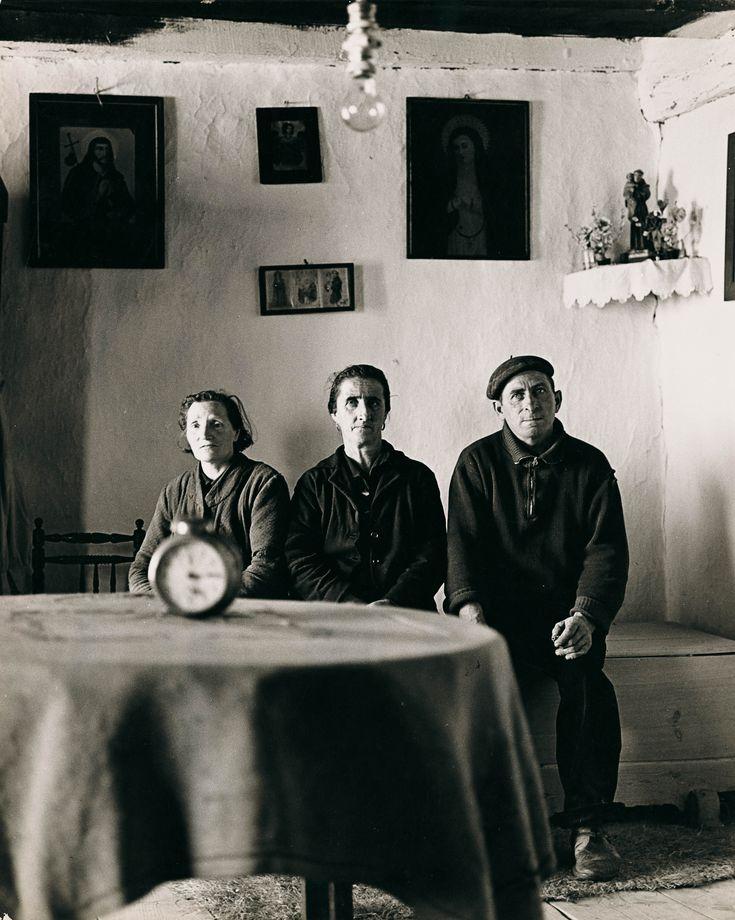 Familia de Turégano, 1959 Gelatina de plata, copia de época, 30×24 cm. © Paco Gómez / Foto Colectania
