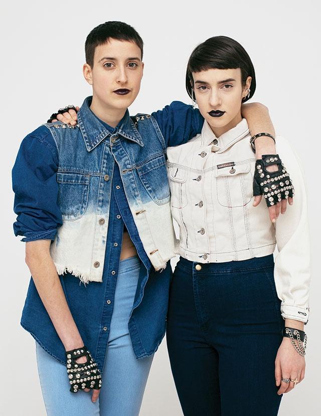 Gilet, camicia, anelli, orecchini e guanti vintage, pantaloni American Apparel, giacca e braccialetti vintage di Citizen Vintage