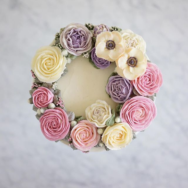 collab from the weekend with @bk_floral_delight (who is buttercream flower perfection). This was in my fridge until yesterday and I kept opening it to have little peeks!