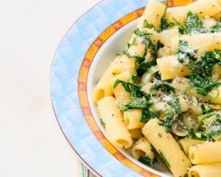 Pâtes diététiques à la roquette, au parmesan et aux graines de chia : http://www.fourchette-et-bikini.fr/recettes/recettes-minceur/pates-dietetiques-la-roquette-au-parmesan-et-aux-graines-de-chia.html