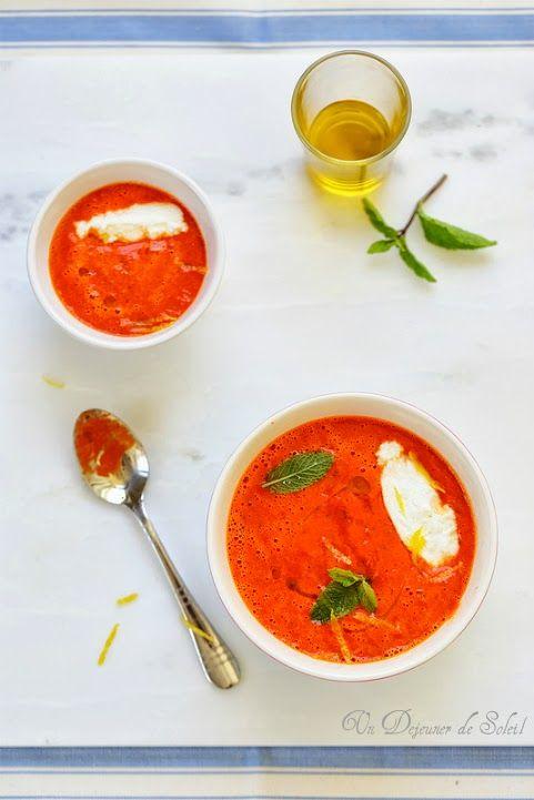 Soupe froide de poivrons et tomates, quenelles de ricotta
