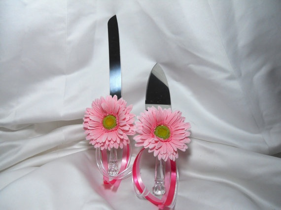 Pink wedding Cake Serving Set With Daisies by TheWeddingPetal, $29.95