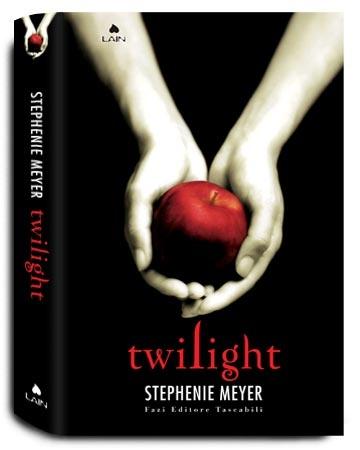 Twilight (Stephenie Meyer)  Un gioco di seduzione e avventura che ipnotizza il lettore fino all'ultimo capoverso: Twilight è il primo episodio della storia d'amore che ha incantato milioni di adolescenti e non solo.
