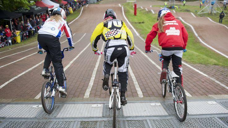 Honderden fietscrossers strijden om Drents kampioenschap