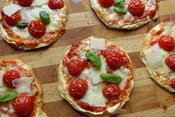 """Pizza geht hier ja immer. Ich müßte fast einmal ausprobieren, wie oft ich sie auf den Tisch bringen kann, bevor es zur Meuterei kommt ;-) . Bei dieser Variante aus """"Streetfood – Imbiß f…"""