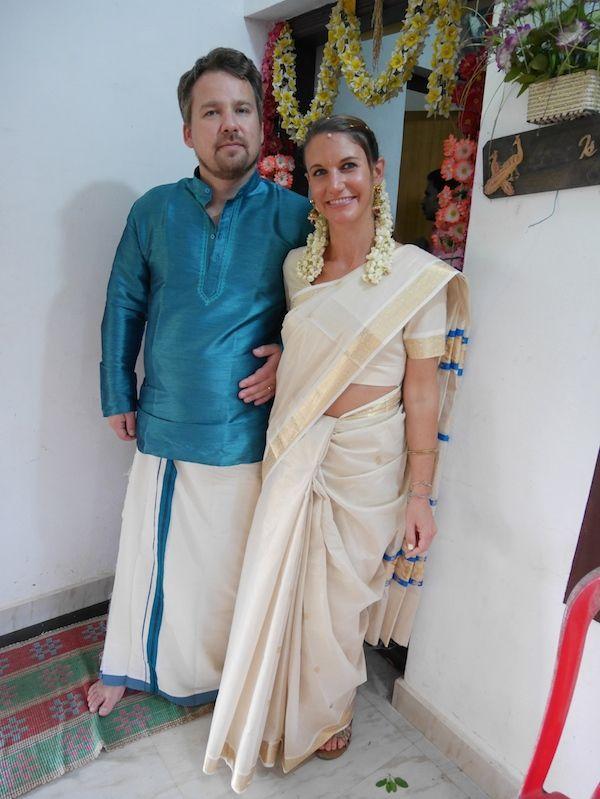 Oblečeni tradičním svatebním sárí