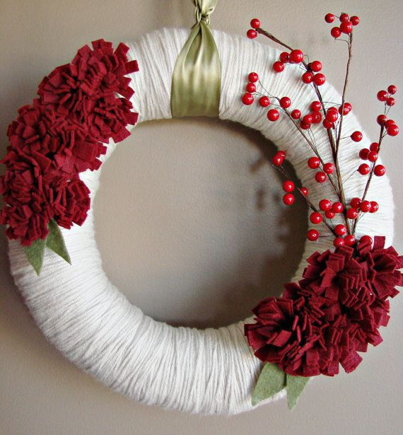 wreath....would be cute for <3 day!: Christmas Wreaths, Yarns Wraps, Wraps Wreaths, Corona, Red Berries, Red Flowers, Holidays Wreaths, Yarns Wreaths, Winter Wreaths