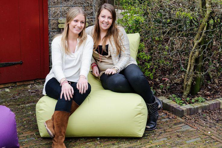 Het wordt nog gezelliger in de tuin met de zitzakken van OUTBAG! De Newlounge, een echte ruime lounge stoel waarop je heerlijk onderuit kunt zakken! Weerbestendig, vorstvrij & maatvast Afmetingen: 90 x 120 x 35 cm.