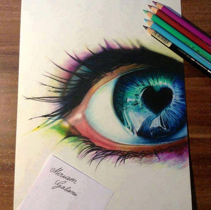 Ein wunderschönes, regenbogenfarbiges Auge. Mit einem Herz und den Schattierungen,..... einfach unbeschreiblich schön!!!