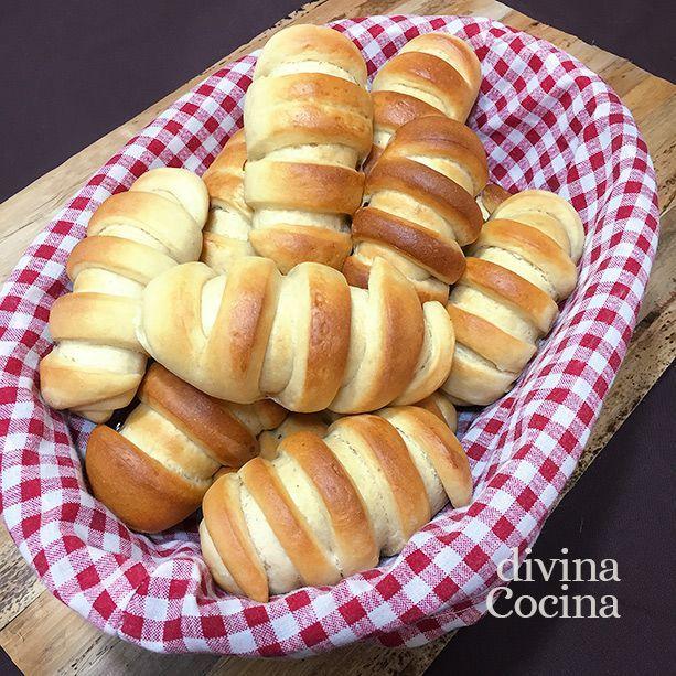 Con esta receta de pan de leche hemos preparado estos bollitos esponjosos y perfectos para rellenar con tus ingredientes favoritos, dulces o salados.