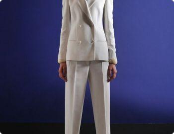 Деловые женские брючные костюмы: лаконичность превыше всего. Женский деловой костюм - стиль или обязанность?