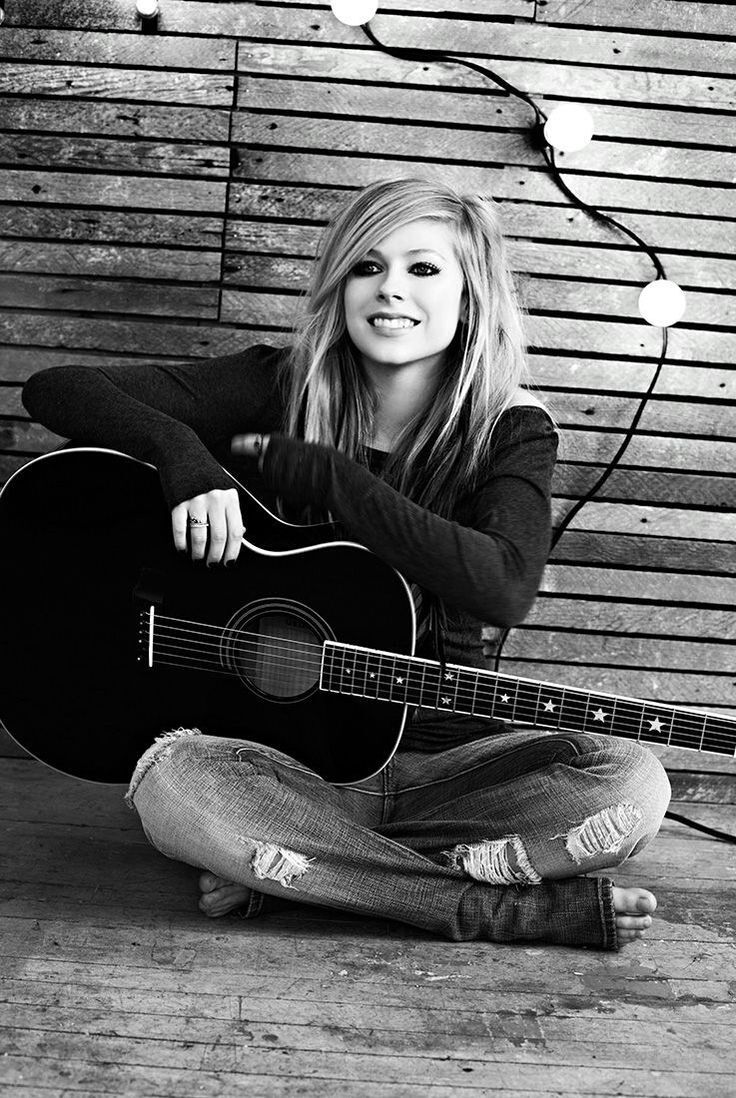 (FC: Avril Lavigne) Hey, I'm Eliza, I'm 17 and single. I've just moved here from Austin so don't really know my way around yet but I'm starting to get it. I love to play guitar, sing and write music. I'm also a bit of a book geek but do love a good movie. So yeah, I don't have any friends here yet so introduce?