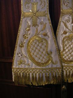 Estola bordada en oro sobre tisú de plata fina para la Diócesis de Málaga.