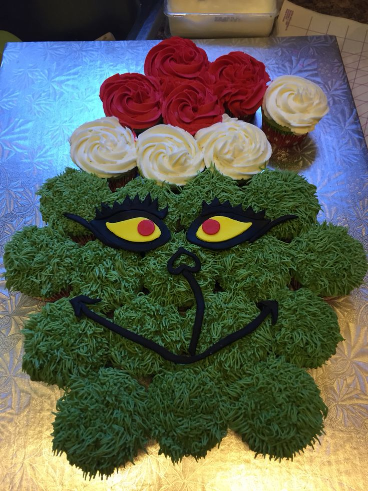 I just made this Grinch pull apart cupcake for the Beans class! Fondant cut out face