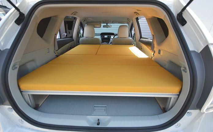 もっと快適な空間に 車中泊の必需品と便利な14アイテムはこれだ バンでのキャンプ 車中泊 キャンピングバン