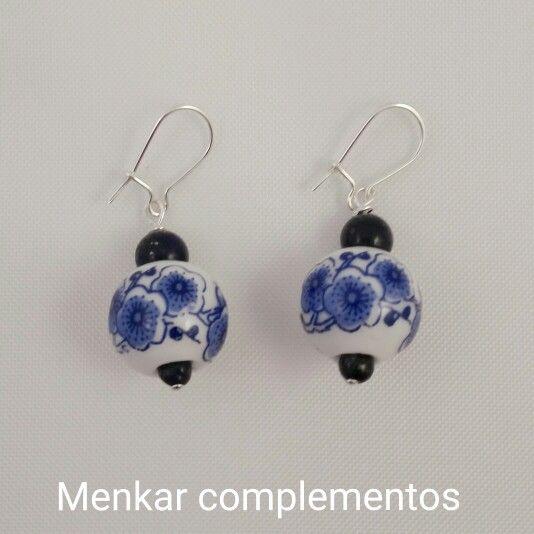 Pendientes de plata de ley con cerámica y laspislázuli.